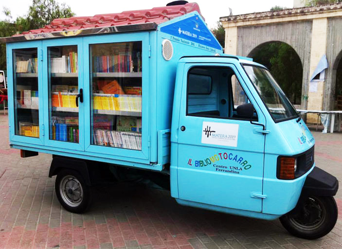 library-truck-lead
